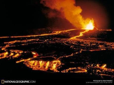 Ilustración 4. Los volcanes hawaianos son producto de penachos mantélicos provenientes del manto. Fotografía de National Geographic.