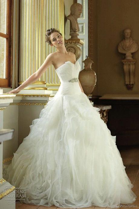 Vestidos de boda con plumas