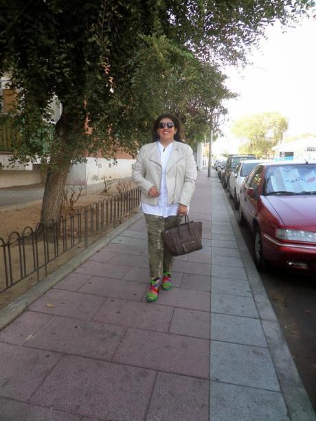 Look: Pantalones camuflados