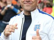 Robbie Williams deja música para mecánico