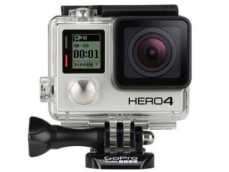 La famosa y tosca cámara GoPro. Versatilidad y resistencia, lista para grabar desde debajo del agua o a la orilla de un volcán. Buen ejemplo de cómo detectar una necesidad en un mercado tan cambiante como hoy.
