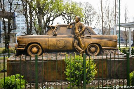 Monumento al Taxista / Monument to the Taxi Driver