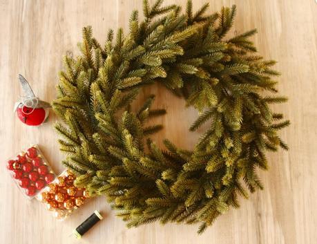 Diy corona navidad para la puerta paperblog - Coronas de navidad para puertas ...