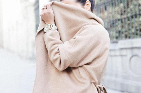 Maxi_Coat-Reformation_Sweater-Vintage_Levis-Outfit-Street_Style-Collage_Vintage-32Karen_Millen-Chrismas_Wishlist-Collage_Vintage-Leather_Skirt-Burgundy_Bag-Silver_Blazer-Outfit-Street_Style-
