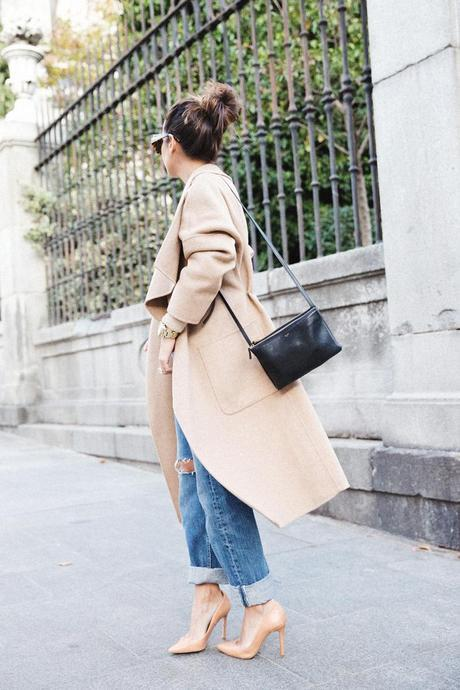 Maxi_Coat-Reformation_Sweater-Vintage_Levis-Outfit-Street_Style-Collage_Vintage-29Karen_Millen-Chrismas_Wishlist-Collage_Vintage-Leather_Skirt-Burgundy_Bag-Silver_Blazer-Outfit-Street_Style-