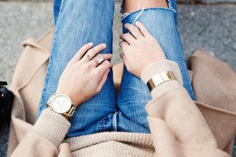 Maxi_Coat-Reformation_Sweater-Vintage_Levis-Outfit-Street_Style-Collage_Vintage-54Karen_Millen-Chrismas_Wishlist-Collage_Vintage-Leather_Skirt-Burgundy_Bag-Silver_Blazer-Outfit-Street_Style-