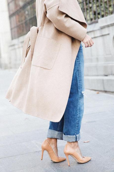 Maxi_Coat-Reformation_Sweater-Vintage_Levis-Outfit-Street_Style-Collage_Vintage-27Karen_Millen-Chrismas_Wishlist-Collage_Vintage-Leather_Skirt-Burgundy_Bag-Silver_Blazer-Outfit-Street_Style-