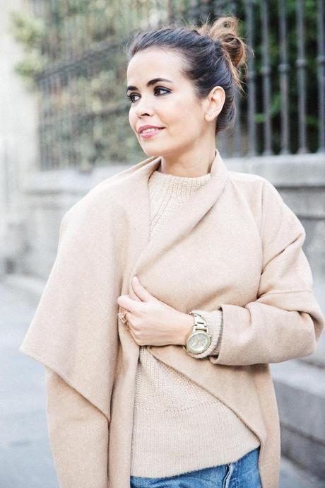 Maxi_Coat-Reformation_Sweater-Vintage_Levis-Outfit-Street_Style-Collage_Vintage-14Karen_Millen-Chrismas_Wishlist-Collage_Vintage-Leather_Skirt-Burgundy_Bag-Silver_Blazer-Outfit-Street_Style-