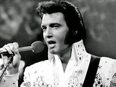 Popurrí de noticias: infidelidad caprina, casi ganadores del premio Darwin, pasta de dientes de orina bovina y el pelo púbico de Elvis