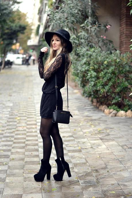 TOTAL BLACK in LACE JUMPSUIT