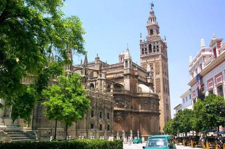 Las catedrales m s bonitas de espa a paperblog for Exterior catedral de sevilla