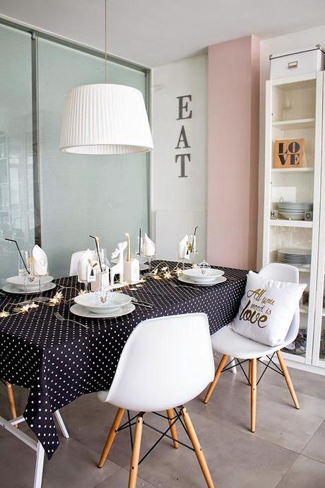 As sera nuestra mesa de nochevieja blanco negro y for Mesas comedor escandinavas