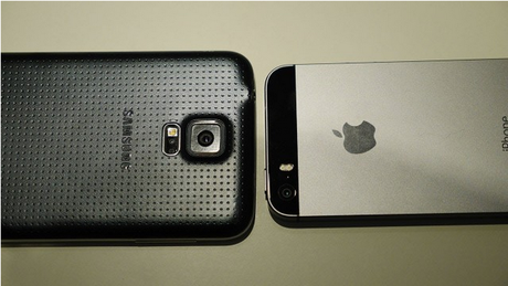 GalaxyS5-vs-iPhone