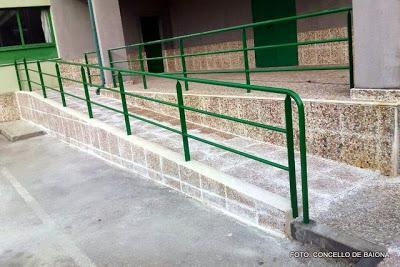 Nueva rampa de acceso al aula del sal n de actos del for Rampa de discapacitados