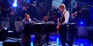 Vídeo: Ed Sheeran y Jools Holland versionan a Stevie Wonder