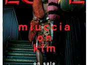 Kardashian luce Prada para Teaser Love Magazine