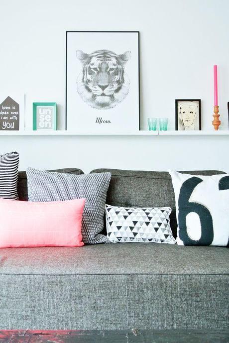Decorar la pared con cuadros sobre baldas paperblog - Decorar con baldas ...