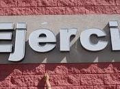 ¡Victoria! comercio 'señalado' restituye acento original propia fachada. Juárez (Chih., México)