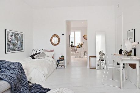 decoracin una casa en blanco con toques en dorado y gris