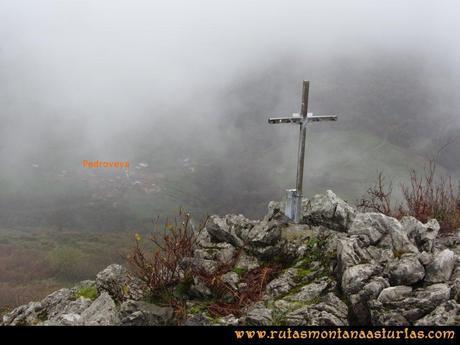 Ruta Xanas, Valdolayés, Peña Rey: Pedroveya desde la cima de Peña Rey