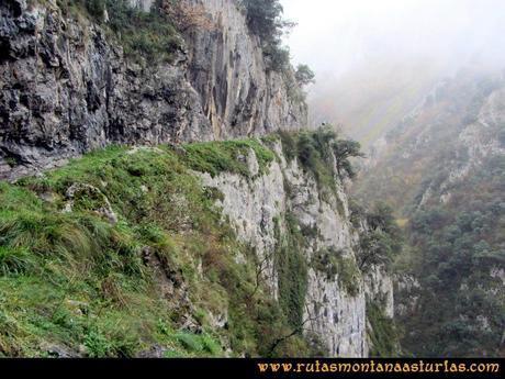 Ruta Xanas, Valdolayés, Peña Rey: Paredes sobre el desfiladero