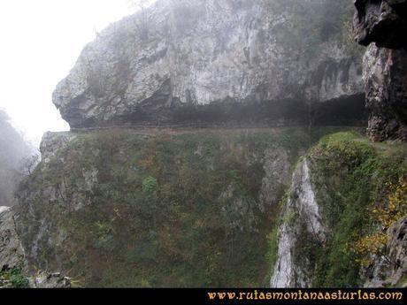 Ruta Xanas, Valdolayés, Peña Rey: Sendero de las Xanas entre las rocas