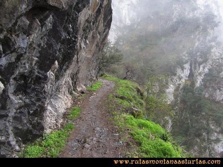 Ruta Xanas, Valdolayés, Peña Rey: Senda sobre los paredones