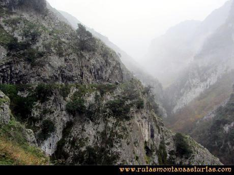 Ruta Xanas, Valdolayés, Peña Rey: Primer tramo del desfiladero