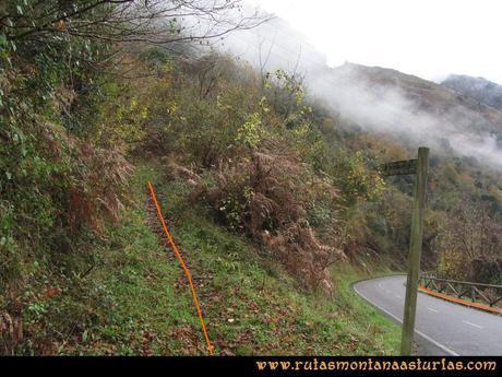 Ruta Xanas, Valdolayés, Peña Rey: Entrada en la carretera