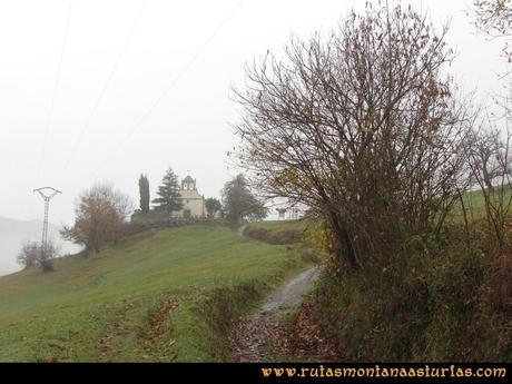 Ruta Xanas, Valdolayés, Peña Rey: Llegando a la Iglesia de San Antonio de Padua