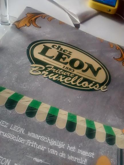 comer mejillones en bruselas en Chez Leon