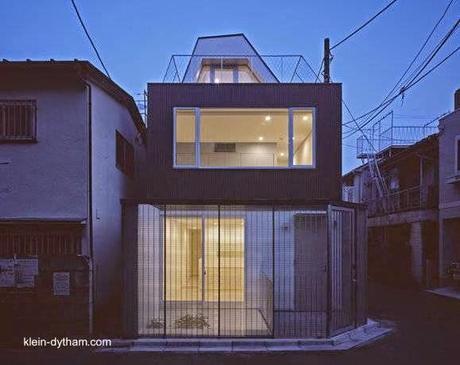 Casa moderna japonesa de 4 plantas en lote de esquina for Casa moderna japonesa