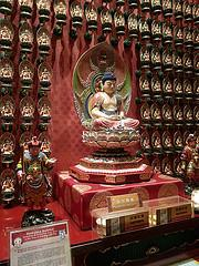 Buddha Tooth Relic temple inside