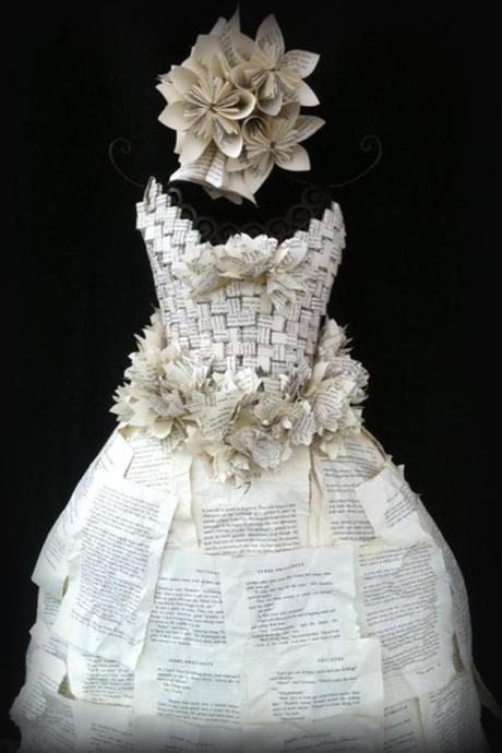 ded303b04b 20 espectaculares vestidos hechos con libros - Paperblog