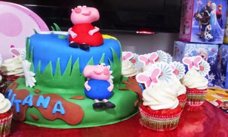 "Cup cake red velved y tarta peppa pig, cumpleaños de aitana ""todo ..."