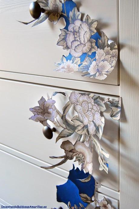 C mo personalizar tu c moda de ikea con papel paperblog for Como pegar papel mural en madera