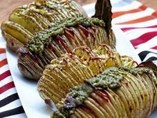 Patatas horno Hasselback bacon pesto