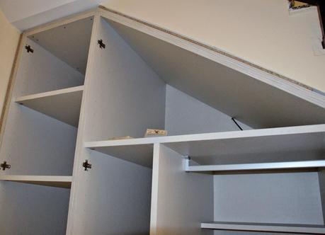 Nuestro armario en el hueco bajo la escalera paperblog for Closet en escaleras