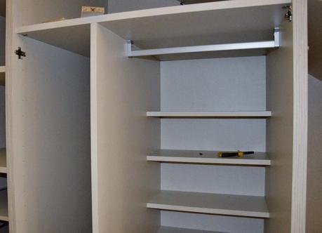 Nuestro armario en el hueco bajo la escalera paperblog for Armarios empotrados en huecos de escaleras