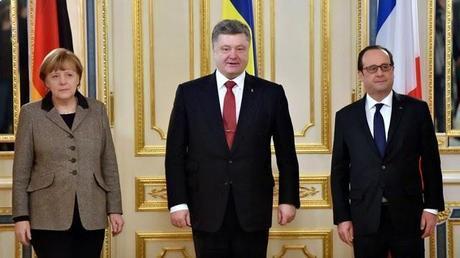 """Europa y Ucrania: Política de """"paños calientes"""".- Al final vendrá el lobo ruso…que ya está llegando"""