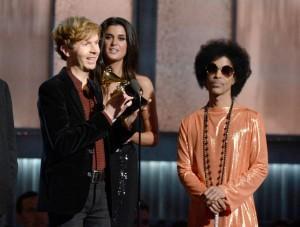 Beck, tras recibir el premio al disco del año de manos de Prince