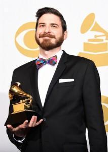 Jo Spix posando en la zona de prensa con su premio Grammy