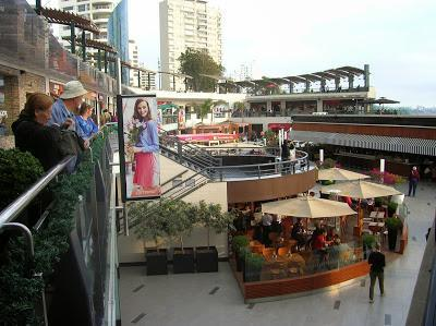 Larcomar centro comercial, Miraflores, Lima, Perú, La vuelta al mundo de Asun y Ricardo, round the world, mundoporlibre.com