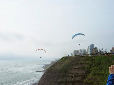 Parapente, Miraflores, Lima, Perú, La vuelta al mundo de Asun y Ricardo, round the world, mundoporlibre.com