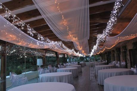 Decoración de bodas con telas y luces