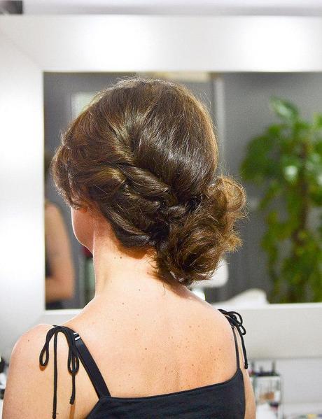 Ideas de peinados y recogidos para invitadas de boda for Recogidos de famosas para bodas