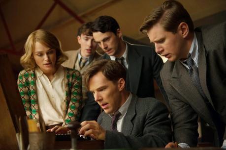The Imitation Game - Keira Knightley (Joan Clarke), Matthew Beard (Peter Hilton), Matthew Goode (Hugh Alexander), Benedict Cumberbatch (Alan Turing) y Allen Leech (John Cairncross)
