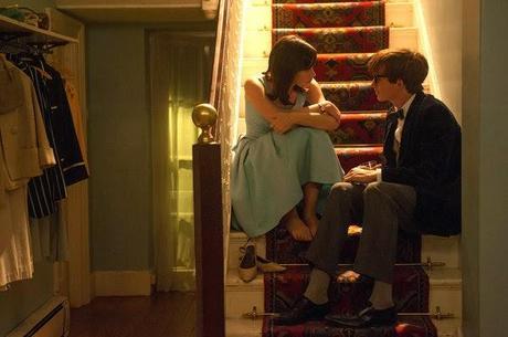 La teoría del todo - Felicity Jones (Jane Hawking) y Eddie Redmayne (Stephen Hawking)