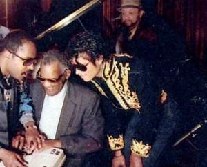 Fotografía de 1985 durante la grabación del tema We Are The World con; Stevie Wonder, Ray Charles, Michael Jackson