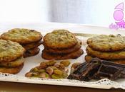 Deliciosas galletas pistachos trozos chocolate negro